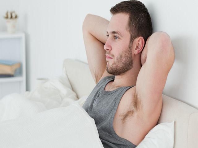 Почему у мужиков хуй встаёт